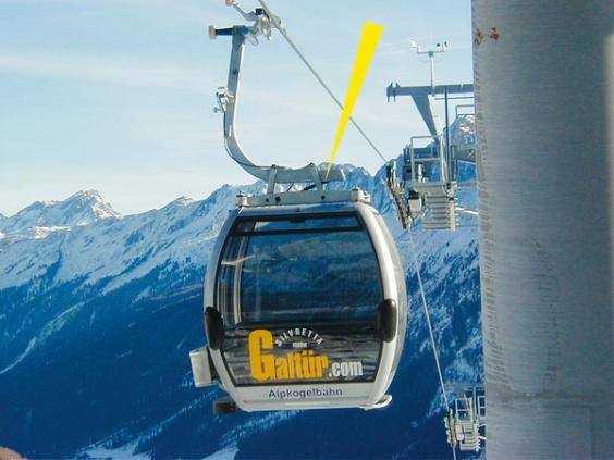 Beim Einfahren von Seilbahnkabinen in Skistationen entstehen für Passagiere spürbare Pendelbewegungen. Hydraulische Bremszylinder von ACE sind einstellbar und bauen hier beidseitig Druckkräfte von bis zu 10.000 N ab.