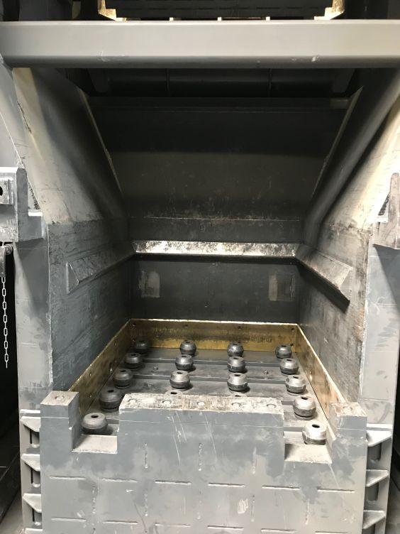 Krätzesortieranlage: Blick in das Schubladenfach mit Schutzvorrichtung